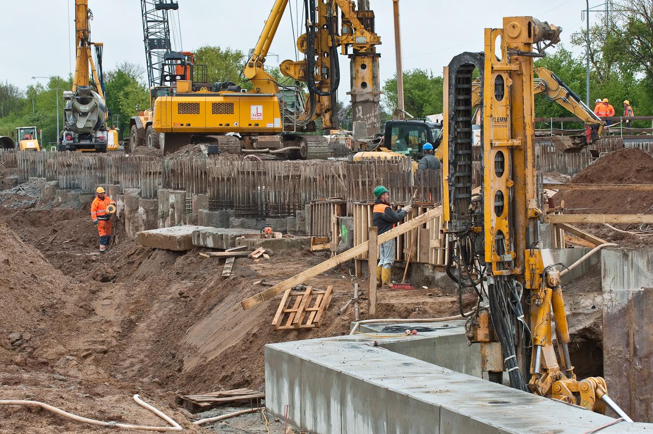 Niedersachsen Neubau der Weserschleuse in Doerverden. Baustelle einer Arbeitsgemeinschaft (Arge) der Firmen, Matthaei, Fa. Max Boegl und der Fa. Wiebe,
