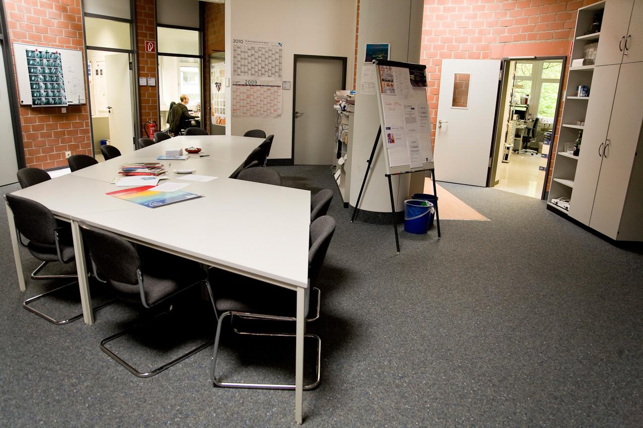 7. Mai 2010: Universität Duisburg-Essen, Campus Duisburg: Gruppenraum der Arbeitsgemeinschaft Prof. Horn von Hoegen, Sonderforschungsbereich (SFB) 616, am Freitagnachmittag. Die meisten Mitarbeiter sind schon im Wochenende.