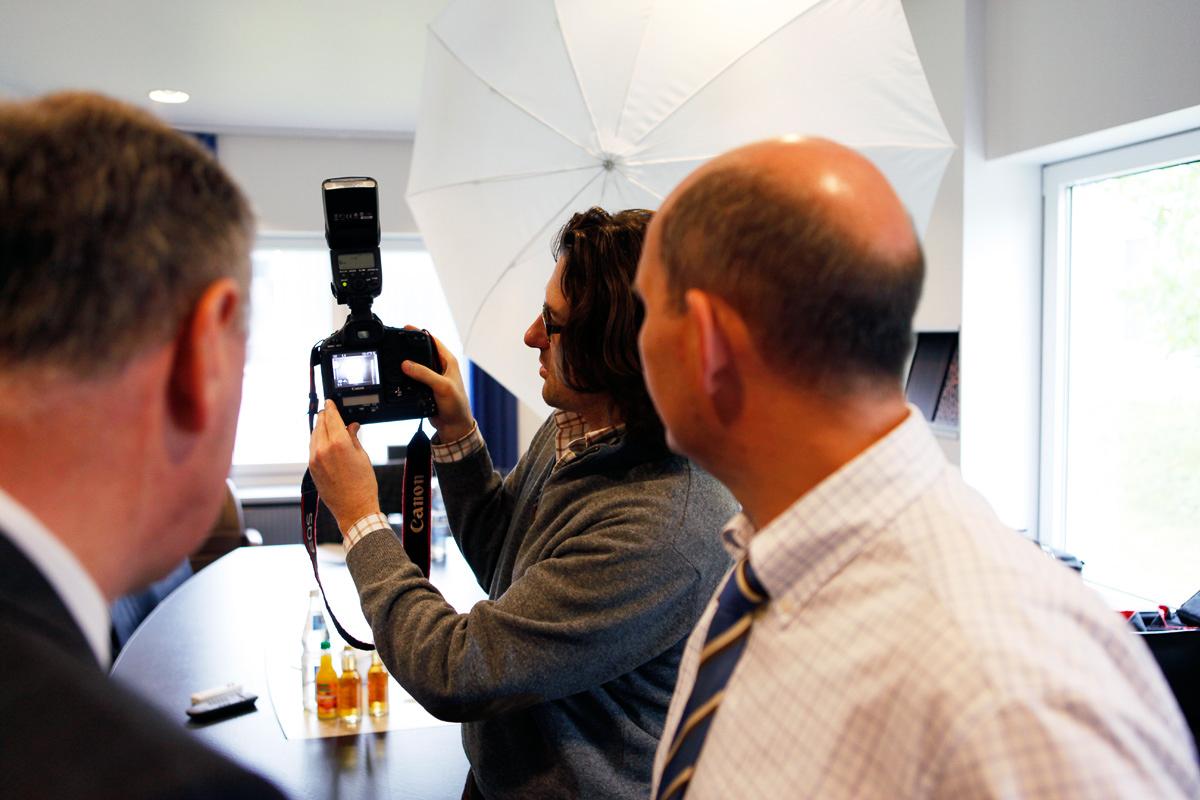Christoph Siegert beim Shooting von Helmut Trümper an seinem Arbeitsplatz.