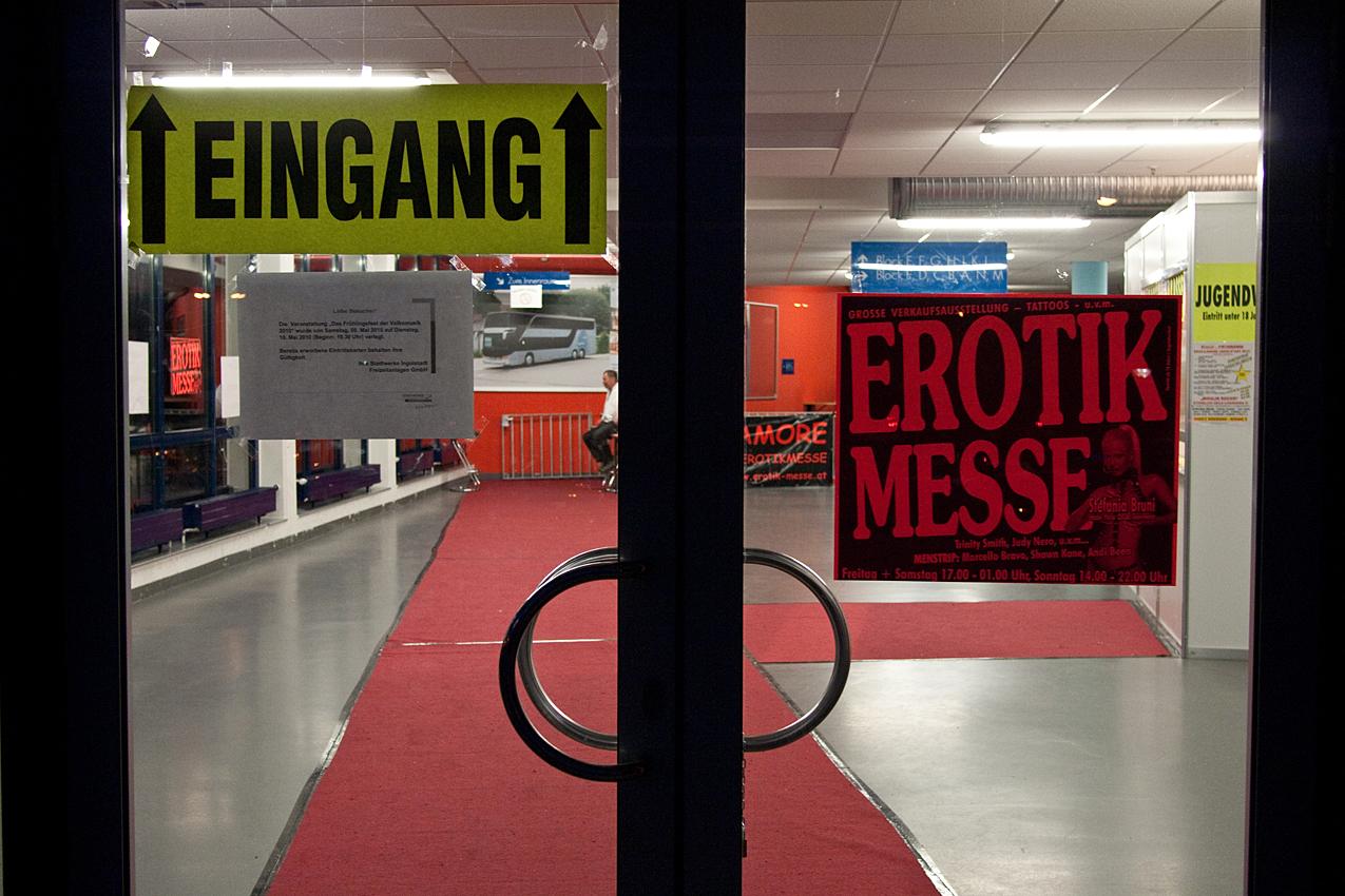 Eros und Amore, Erotikmesse in der Saturn Arena in Ingolstadt.