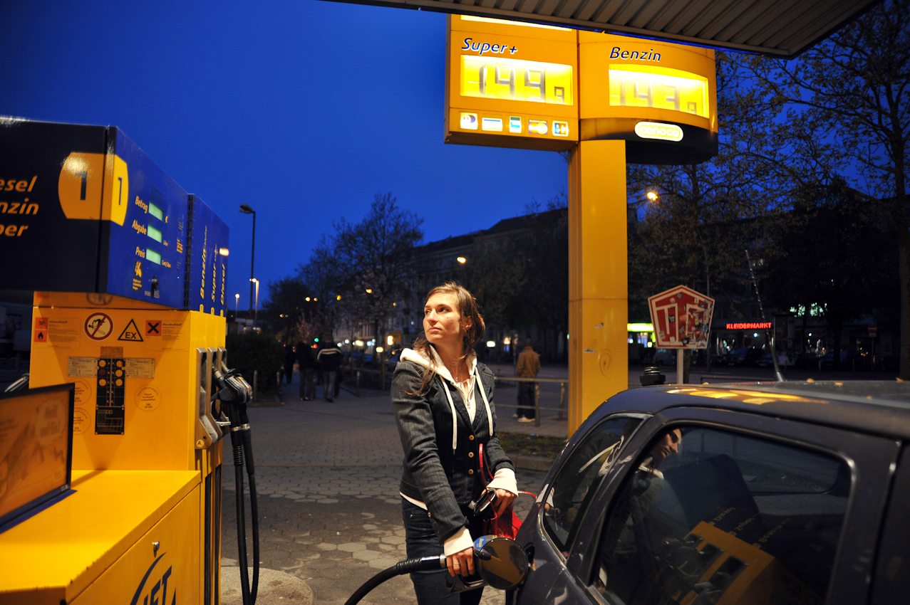 Tanken. Heute 1,499 Euro der Liter - SUPER.