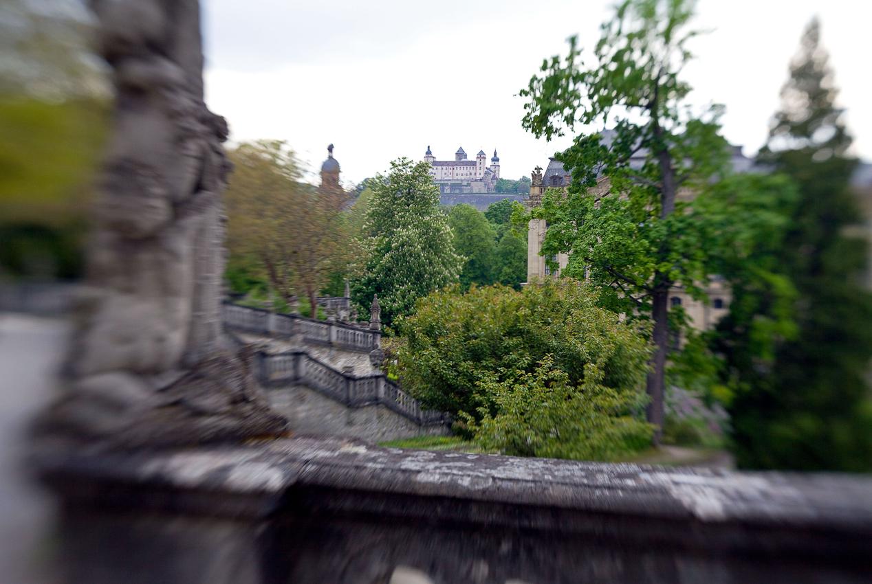 Hofgarten der Residenz in Würzburg - UNESCO Weltkulturerbe mit Blick auf die Festung Marienburg.