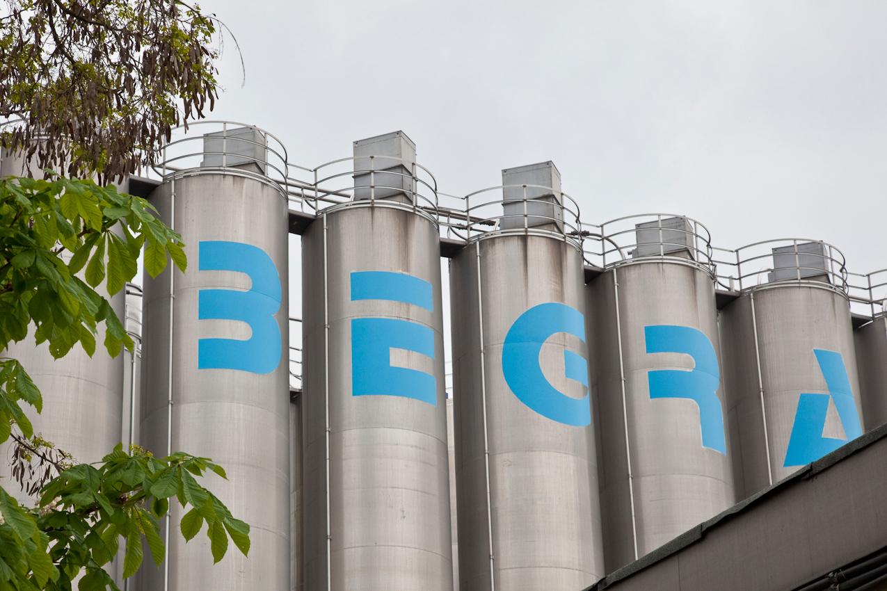 Das Produktionsunternehmen BEGRA GmbH ist führender Anbieter auf dem Gebiet von PVC-Granulaten und Dryblends. Diese werden als Ausgangsmaterial fur die Herstellung verschiedenster Industrie- und Konsumprodukte benötigt. Das Berliner Werk im Stadtteil Reinickendorf unter der Leitung von Dipl.-Ing.Andreas Klamt produziert seit 1972 mit größter Flexibilitat und absoluter Termintreue. 13407 Berlin-Reinickendorf, Werkteil Berlin der BEGRA GmbH