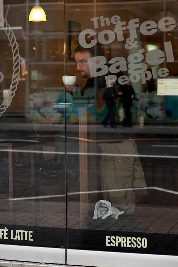 Bis zu seinem Auftritt als John Styx sind es noch vier Stunden. Danilo Tepsa gonnt sich Zeit fur einen Kaffee und bereitet sich mental auf den Abend der Generalprobe vor.