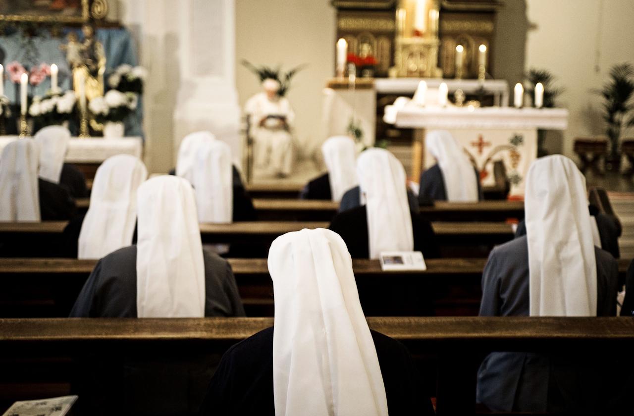Heitersheim, 07.05.2010, 6:47 Uhr, Orden der Barmherzigen Schwestern vom HL. Vinzenz von Paul. Morgentlicher Gottesdienst in der hauseigenen Kirche.