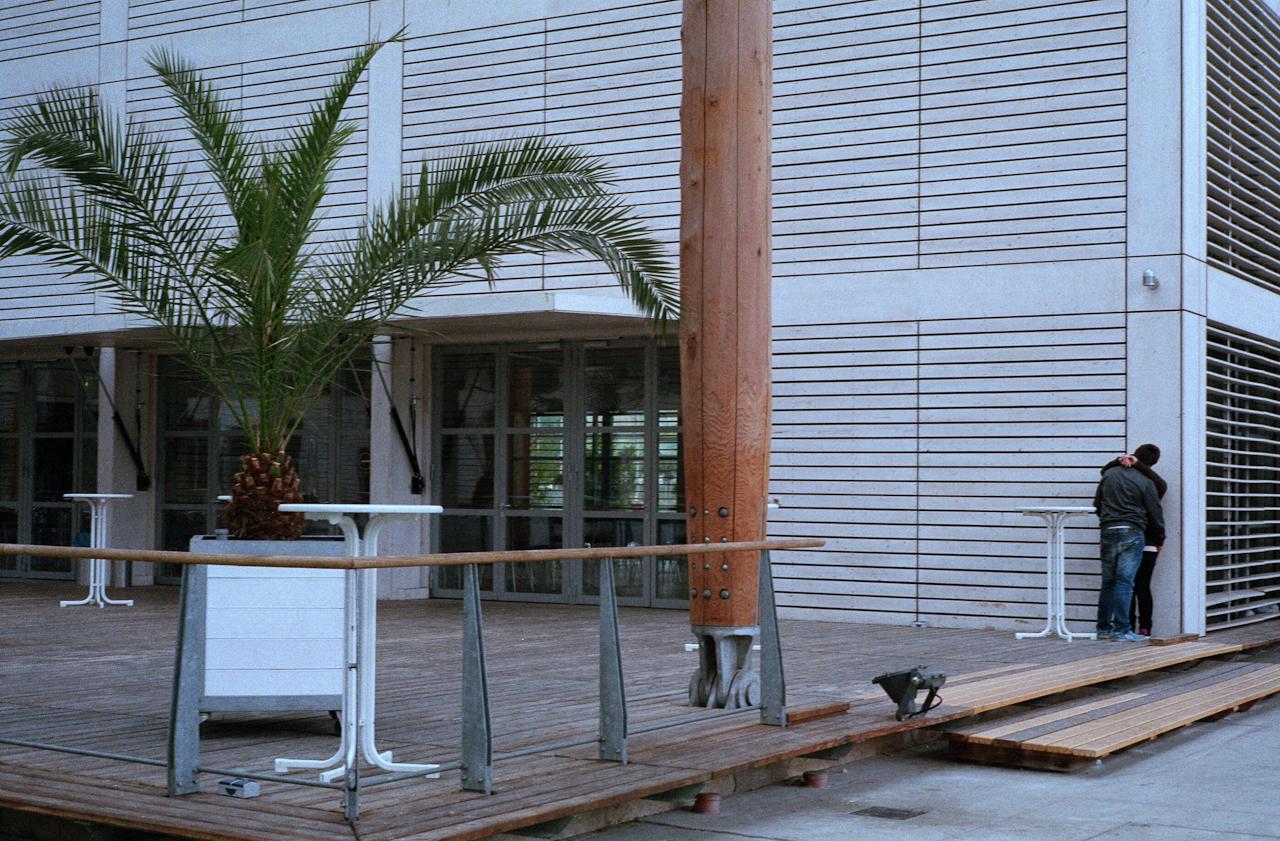 <p>Ein junges Paar in Herne in der Fortbildungsakademie Mont Cenis. Die Fortbildungsakademie des Innenministeriums NRW steht auf dem ehem. Zechengelände Mont Cenis.</p>