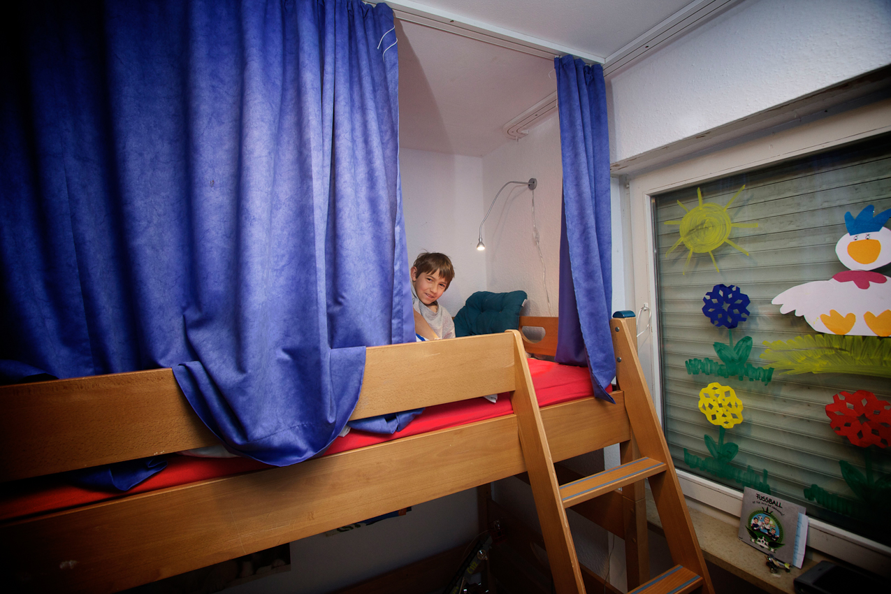 Der 10-jährige Markus lebt seit 2005 im SOS-Kinderdorf Oberpfalz in Immenreuth. Er ist mit 4 weiteren Kindern bei Ruth Kumeth untergebracht. Jeden Morgen gegen 7 Uhr findet das große Wecken statt.