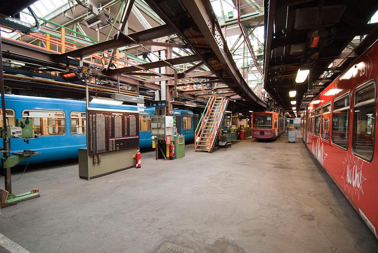 Wagenhalle der Wuppertaler Schwebebahn in Wuppertal Vohwinkel. Zweite Ebene von drei Etagen.