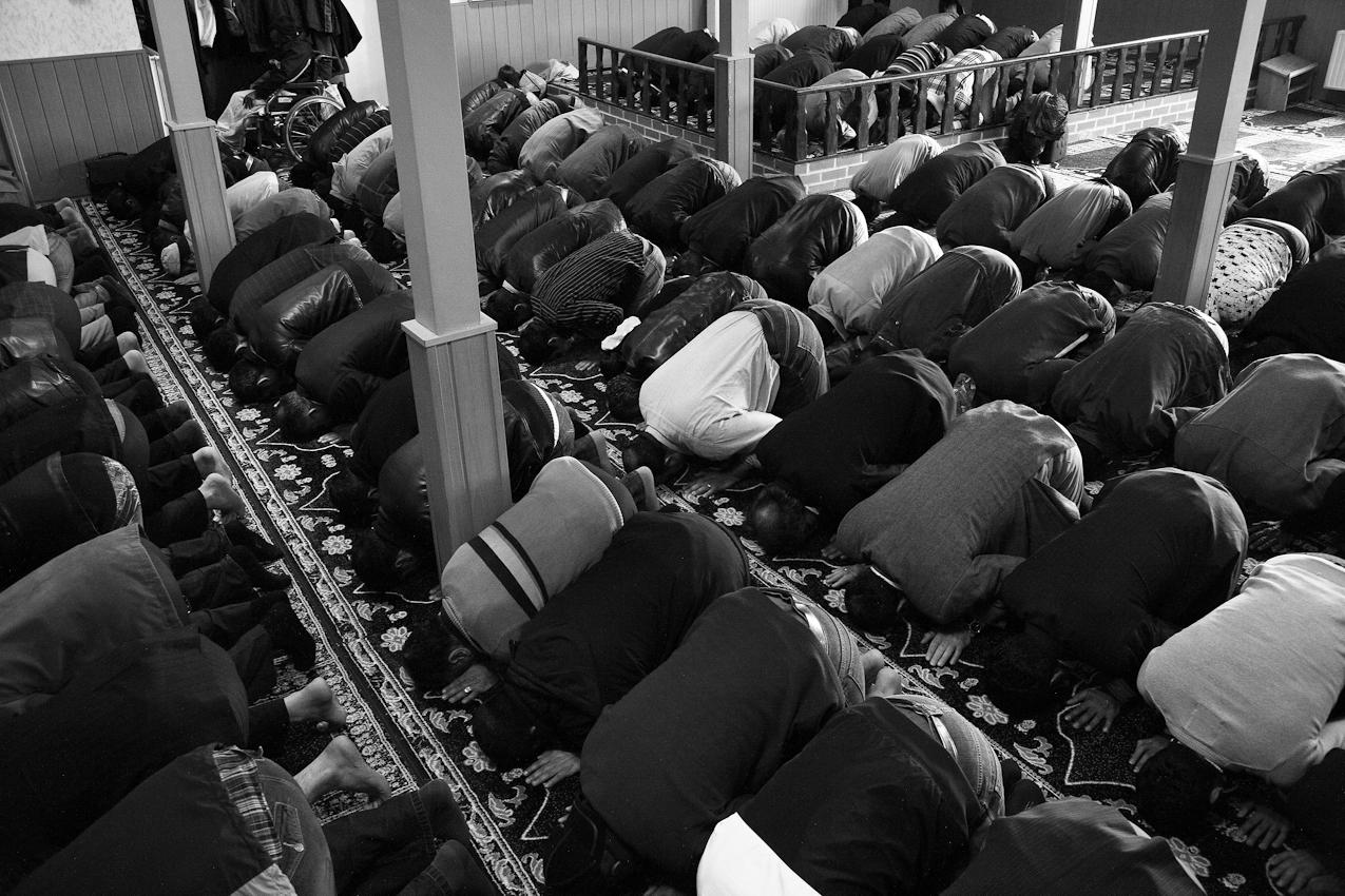 Das Niederwerfen ist ein fester Bestandteil des muslimischen Gebets.