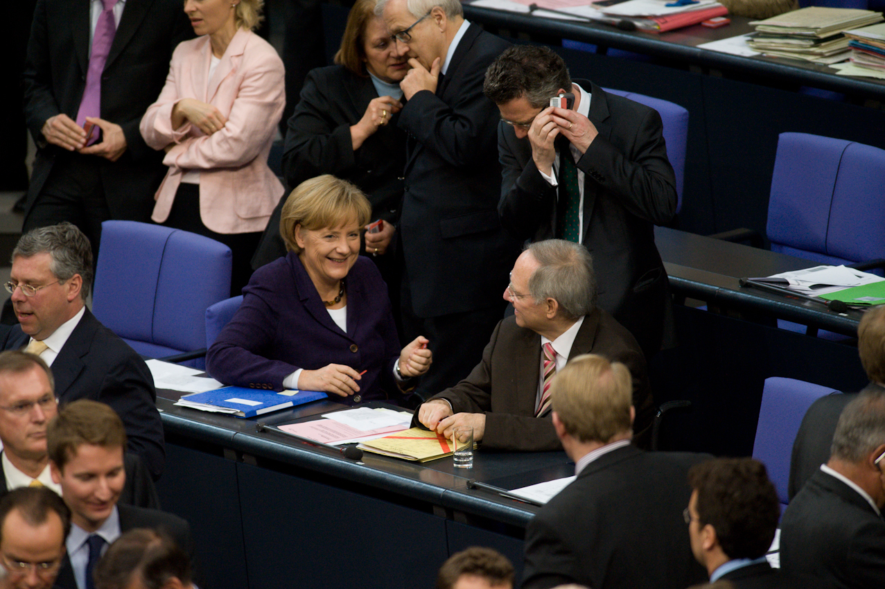 """07 MAI 2010, BERLIN/GERMANY: Bundeskanzlerin Angela Merkel (L) (CDU), und Bundesfinanzminister Wolfgang Schäuble (R) (CDU), während der namentlichen Abstimmungen nach der Bundestagsdebatte zur sog. Griechenlandhilfe, laut Tagesordnung """"Übernahme von Gewährleistungen zum Erhalt der für die Finanzstabilität in der Währungsunion erforderlichen Zahlungsfähigkeit der Hellenischen Republik (Währungsunion-Finanzstabilitätsgesetz - WFStG)"""", Plenum, Deutscher Bundestag"""